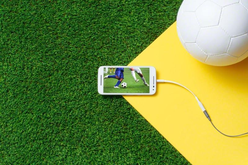 "<img src=https://a1comms-blog-buymobiles.storage.googleapis.com/2015/08/Moto_G_White_Front_Soccer.jpg alt=""Motorola Moto G (3rd Gen) has a 720p HD display""/>"