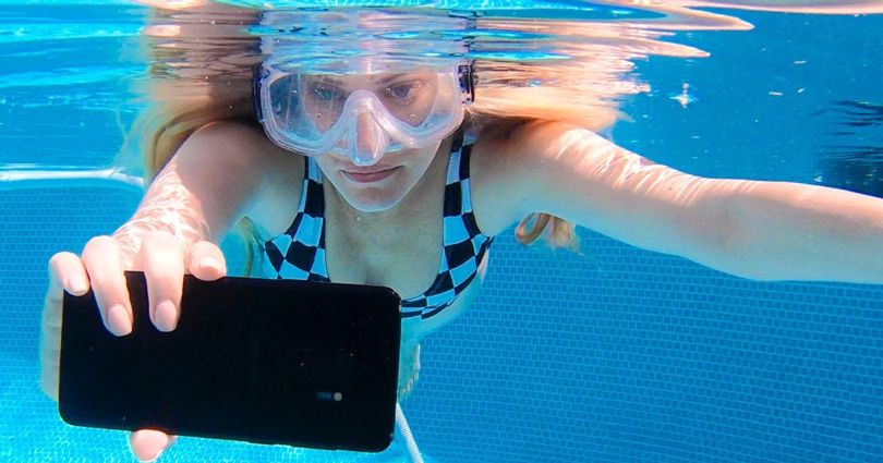 the best attitude 99a1f 63746 Will the 'waterproof' Samsung Galaxy S9 Plus survive underwater?